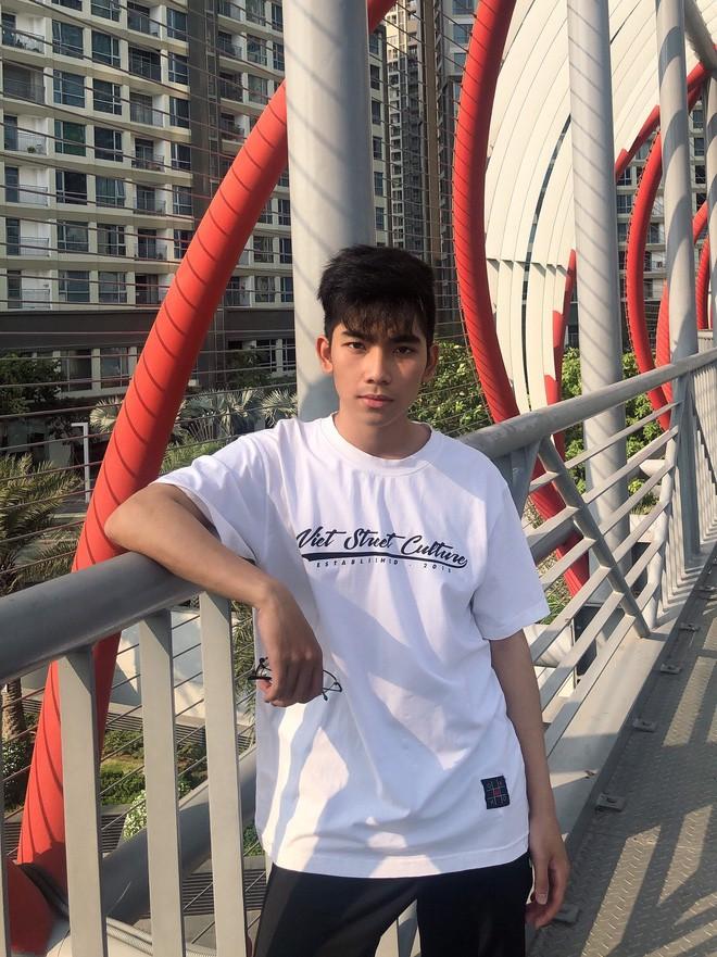 Nhóm bạn đăng ảnh khoe pose dáng độc đáo, thế nhưng cư dân mạng chỉ tập trung ánh nhìn vào trai đẹp này - Ảnh 16.