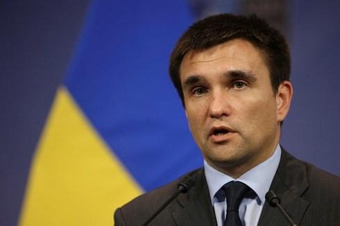 Tân Tổng thống Ukraine Zelensky hủy một loạt sắc lệnh của ông Poroshenko - Ảnh 1.