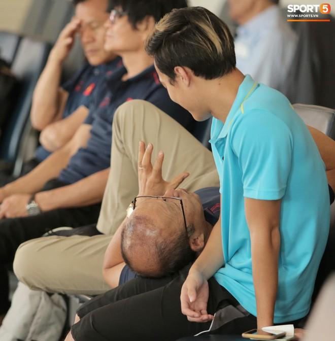 """Hậu King's Cup, HLV Park Hang-seo phải vào viện kiểm tra sức khoẻ nhưng vẫn """"ghi điểm"""" chỉ nhờ hành động nhỏ này! - Ảnh 3."""