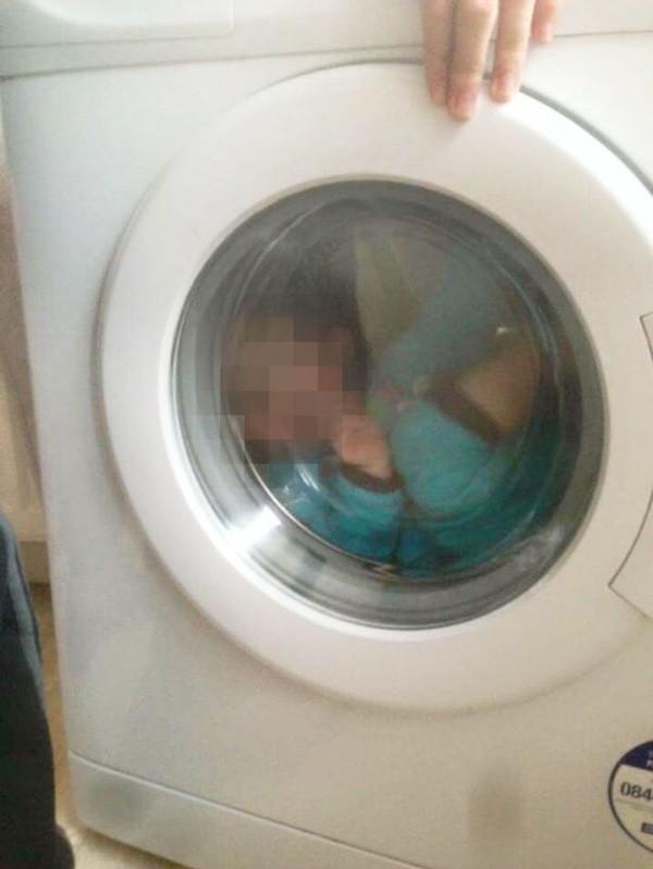 Ngủ dậy không thấy con gái 2 tuổi đâu, bà mẹ cuống cuồng đi tìm và chứng kiến cảnh tượng ám ảnh trong lồng máy sấy quần áo - Ảnh 3.