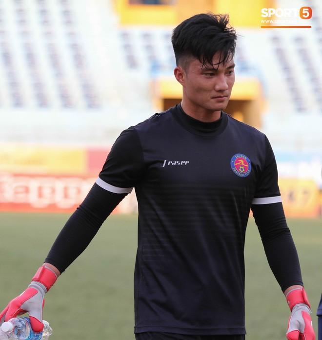 Tiến bộ thần tốc, cựu thủ môn điển trai của U23 Việt Nam vẫn khiêm tốn trước cuộc đọ sức với Hà Nội FC - Ảnh 3.
