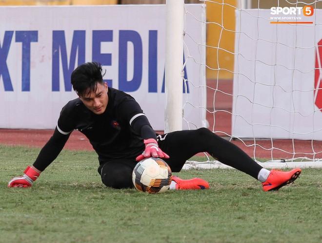 Tiến bộ thần tốc, cựu thủ môn điển trai của U23 Việt Nam vẫn khiêm tốn trước cuộc đọ sức với Hà Nội FC - Ảnh 4.