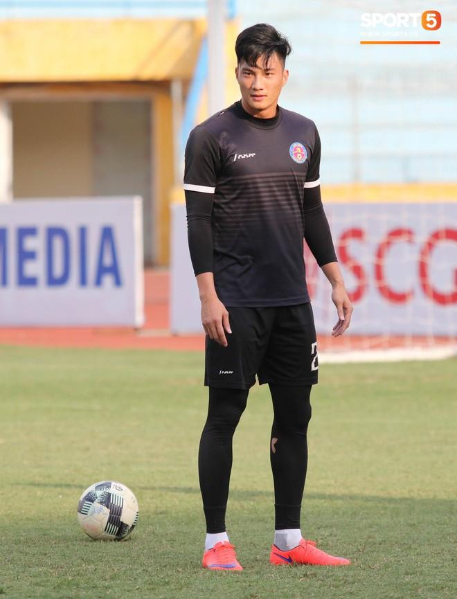 Tiến bộ thần tốc, cựu thủ môn điển trai của U23 Việt Nam vẫn khiêm tốn trước cuộc đọ sức với Hà Nội FC - Ảnh 6.