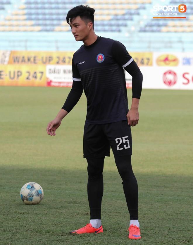 Tiến bộ thần tốc, cựu thủ môn điển trai của U23 Việt Nam vẫn khiêm tốn trước cuộc đọ sức với Hà Nội FC - Ảnh 7.