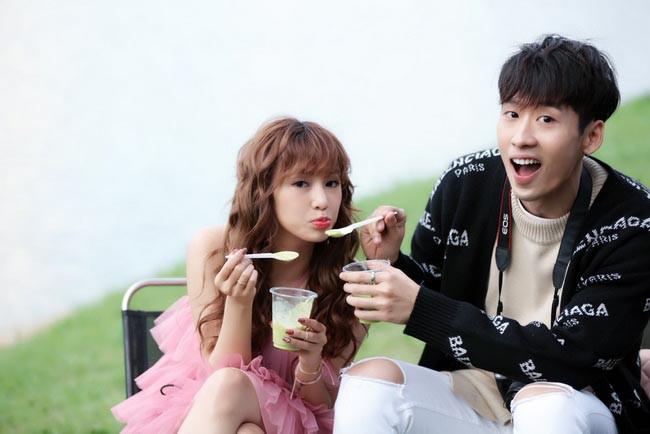Người tình Hari Won chi hơn 200 triệu để mua sắm quần áo cho vai diễn mới - Ảnh 1.