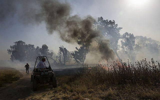 Israel bị tấn công, Iron Dome thần thánh lập công - Chiến đấu cơ xuất kích trả đũa ồ ạt - Ảnh 1.