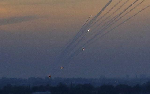 Israel bị tấn công, Iron Dome thần thánh lập công - Chiến đấu cơ xuất kích trả đũa ồ ạt - Ảnh 3.