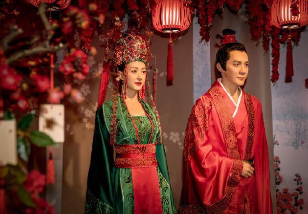 Bị chất vấn chuyện kiếm tiền kém cạnh bà xã Triệu Lệ Dĩnh, Phùng Thiệu Phong có phản ứng gây bất ngờ - Ảnh 2.
