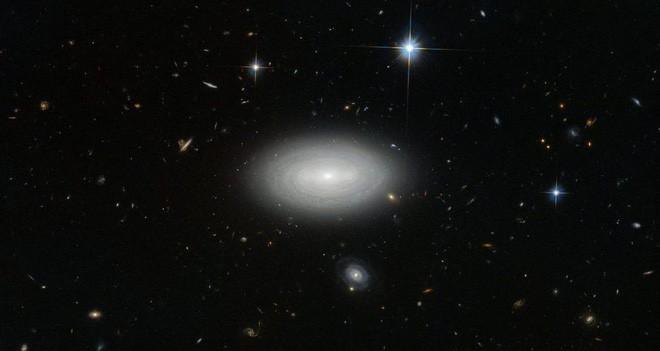 Trái với những gì bạn nghĩ, tấm ảnh này KHÔNG cho thấy có một lỗ hổng trên Vũ trụ - Ảnh 3.