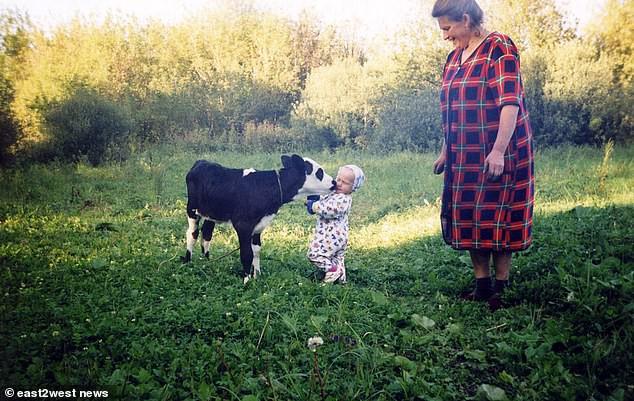 Đứa bé duy nhất sinh ra từ vùng thảm họa Chernobyl: Ăn táo khổng lồ và cá từ sông nhiễm độc nhưng 20 năm sau vẫn là một thiếu nữ xinh đẹp - Ảnh 4.
