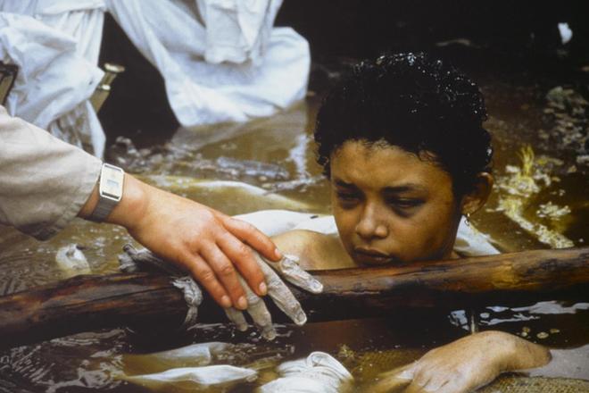 Omayra Sanchez và đôi mắt đen vô vọng - Biểu tượng của thảm hoạ tự nhiên khủng khiếp nhất lịch sử loài người - Ảnh 5.