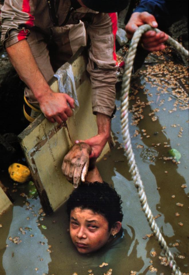 Omayra Sanchez và đôi mắt đen vô vọng - Biểu tượng của thảm hoạ tự nhiên khủng khiếp nhất lịch sử loài người - Ảnh 6.