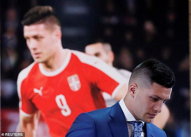 Tân binh siêu đẹp trai trị giá 1.600 tỷ VNĐ của Real Madrid ra mắt khán giả với khuôn mặt lạnh như tiền - Ảnh 6.