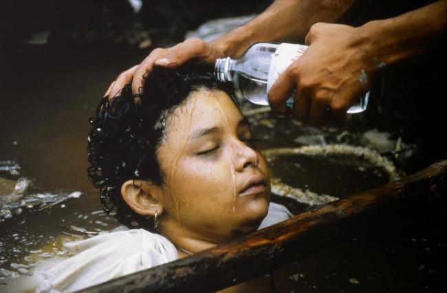 Omayra Sanchez và đôi mắt đen vô vọng - Biểu tượng của thảm hoạ tự nhiên khủng khiếp nhất lịch sử loài người - Ảnh 7.