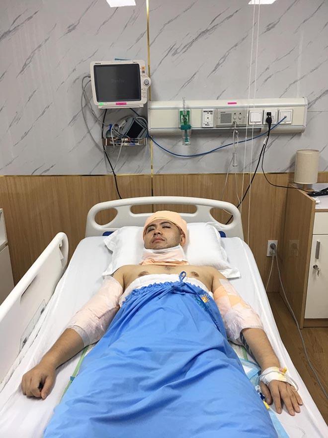 Bất ngờ với hình ảnh Akira Phan nằm băng bó trên giường bệnh sau khi hút mỡ giảm cân - Ảnh 1.