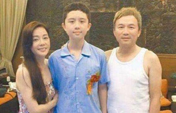 Nữ diễn viên ngủ cùng con trai đến năm 15 tuổi và bi kịch con gặp phải ở tuổi trưởng thành - Ảnh 2.