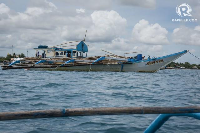 Đuôi tàu vỡ nát, đồ đạc bị nước biển cuốn sạch: Thuyền trưởng tàu Philippines vẫn bất chấp tàu TQ - Ảnh 4.