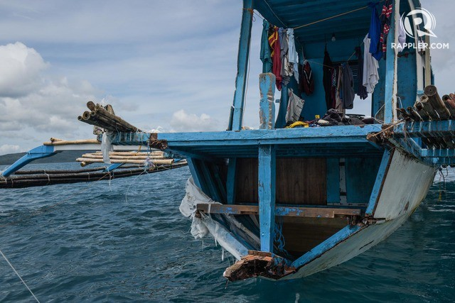 Đuôi tàu vỡ nát, đồ đạc bị nước biển cuốn sạch: Thuyền trưởng tàu Philippines vẫn bất chấp tàu TQ - Ảnh 1.