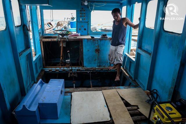 Đuôi tàu vỡ nát, đồ đạc bị nước biển cuốn sạch: Thuyền trưởng tàu Philippines vẫn bất chấp tàu TQ - Ảnh 6.