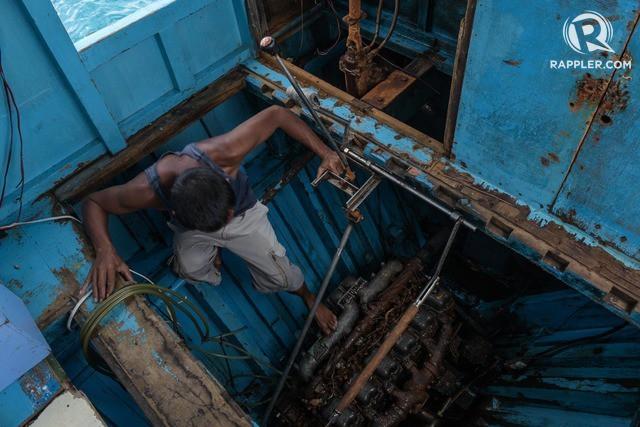 Đuôi tàu vỡ nát, đồ đạc bị nước biển cuốn sạch: Thuyền trưởng tàu Philippines vẫn bất chấp tàu TQ - Ảnh 7.