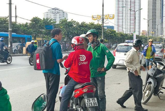 Lời miệt thị CEO Nhật ném vào tài xế công nghệ Việt và những bộ đồng phục định giá con người - Ảnh 7.