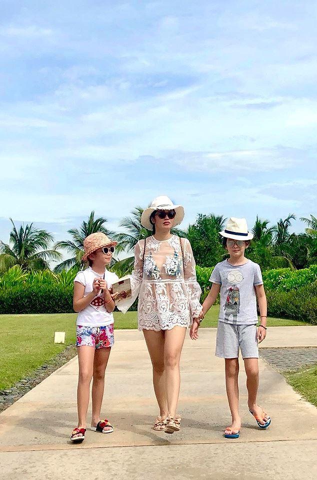 Diva Hồng Nhung khoe ảnh bikini nóng bỏng ở tuổi U50 gây ngỡ ngàng - Ảnh 2.