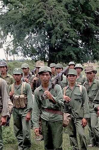 Chiến trường K: Lính tình nguyện VN, giấc ngủ trên tấm ván của người chết và những lần giáp mặt ma đói - Ảnh 1.