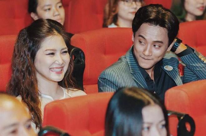 Fan bất ngờ liên tục réo tên Hương Tràm sau khi Mỹ Tâm và Mai Tài Phến lộ loạt ảnh tình tứ trên máy bay - Ảnh 2.