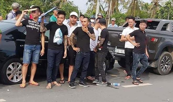 Người gọi Giang 36 đến vây cảnh sát: Nghĩ mình không sai nên theo lên xe 113 đi luôn - Ảnh 4.