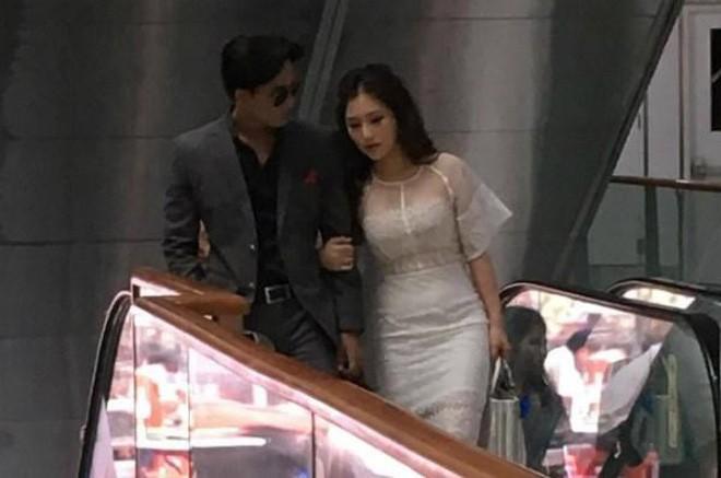 Fan bất ngờ liên tục réo tên Hương Tràm sau khi Mỹ Tâm và Mai Tài Phến lộ loạt ảnh tình tứ trên máy bay - Ảnh 3.
