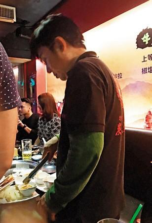 Lưu Đức Hoa của Đài Loan treo cổ tự vẫn ở tuổi 57 khiến nhiều người bàng hoàng - Ảnh 4.