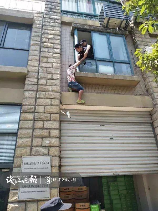 Bị mẹ ép kết hôn, người đàn ông trèo cửa sổ đòi tự tử, hóa ra nguyên nhân chính là sự chịu đựng của anh trong 10 năm qua - Ảnh 1.