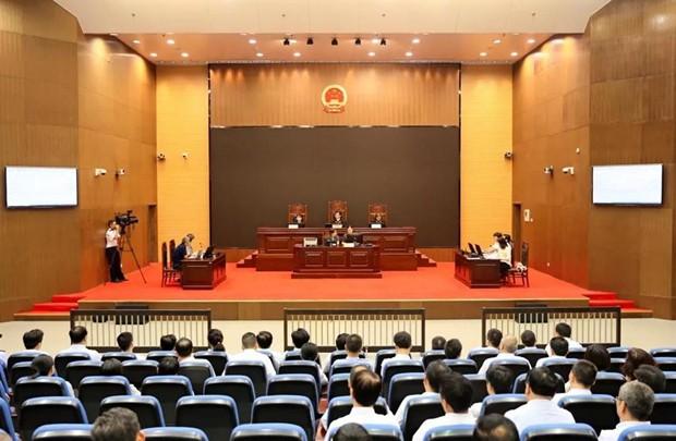 Dân kiện quan ở TQ: Thị trưởng tranh luận trước toà, hơn 90 quan chức các cấp ngồi nghe - Ảnh 1.