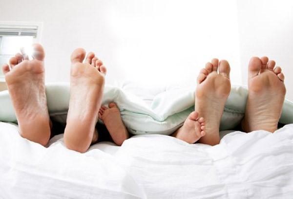 Sau ly hôn, người mẹ phát hiện chồng cũ và người yêu mới thường xuyên ngủ chung với con trai 4 tuổi - Ảnh 1.