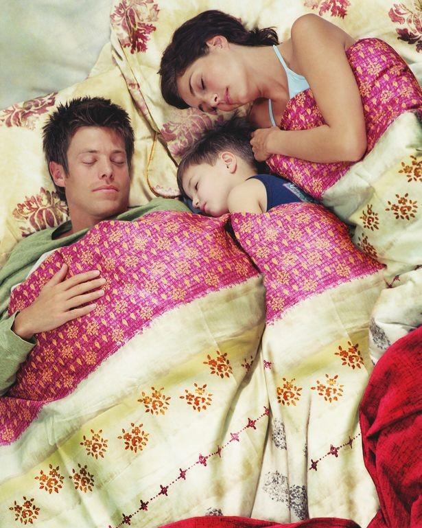 Sau ly hôn, người mẹ phát hiện chồng cũ và người yêu mới thường xuyên ngủ chung với con trai 4 tuổi - Ảnh 2.