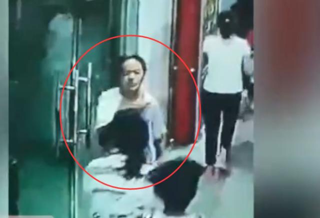 Hình ảnh nữ sinh 13 tuổi dũng cảm ngược dòng người để sơ tán các bạn trong trận động đất ở Trung Quốc gây bão MXH - Ảnh 1.