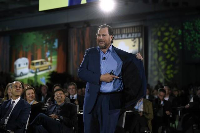 Người làm nên chiếc áo phông xám giản dị nhưng có giá 7 triệu đồng của CEO Facebook: Được cả Thung lũng Silicon săn lùng, thổi hồn thời trang cao cấp vào công nghệ khô khan - Ảnh 3.