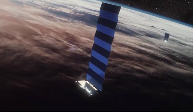 Giới thiên văn học lo lắng: Dàn vệ tinh của SpaceX có thể làm hỏng cả bầu trời đêm - Ảnh 1.
