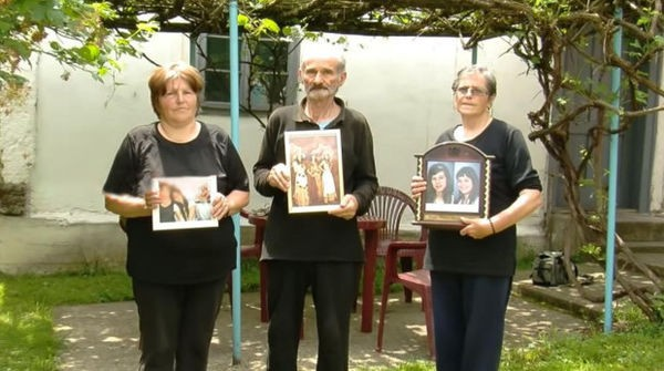 Bí ẩn cái chết của người phụ nữ cùng hai con gái bị bỏ đói trong căn hộ khóa trái cửa suốt 2 tháng - Ảnh 2.