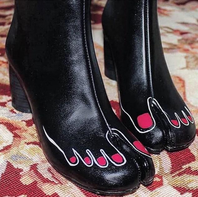 Cười ra nước mắt với những mẫu giày quái dị không dành cho người bình thường - Ảnh 2.