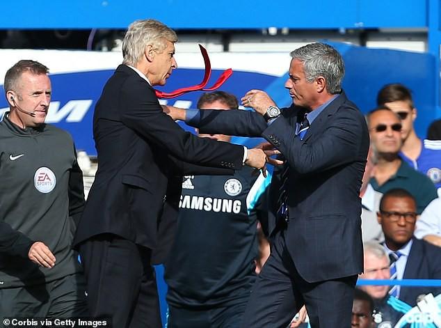 Hình ảnh khó tin nhất Champions League: Mourinho và Wenger mỉm cười biến thù thành bạn - Ảnh 1.