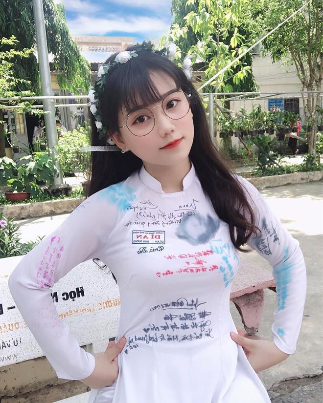 """Girl xinh Bình Dương sinh năm 2001 được mệnh danh là """"cực phẩm áo dài"""": Áo trắng có làm anh say nắng? - Ảnh 3."""