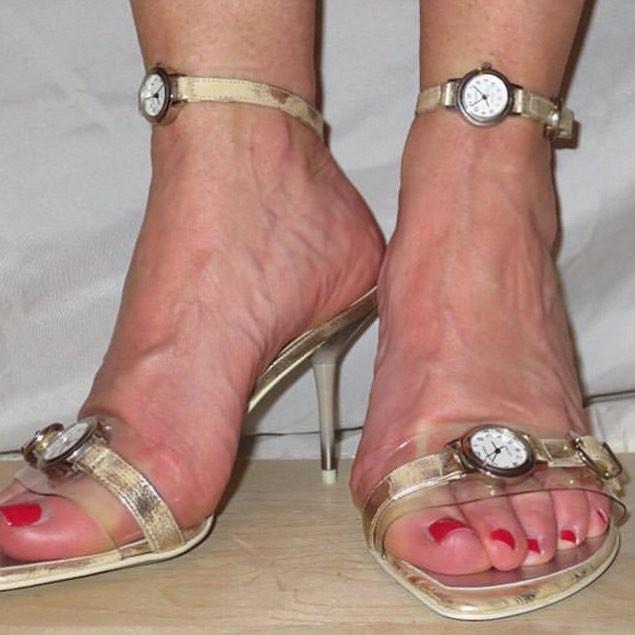 Cười ra nước mắt với những mẫu giày quái dị không dành cho người bình thường - Ảnh 7.