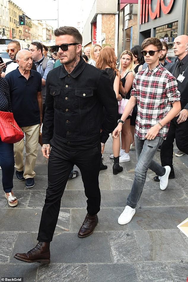 Con trai cả Brooklyn gây thất vọng vì yêu mù quáng, David Beckham chuyển sang o bế cậu hai Romeo Beckham? - Ảnh 2.