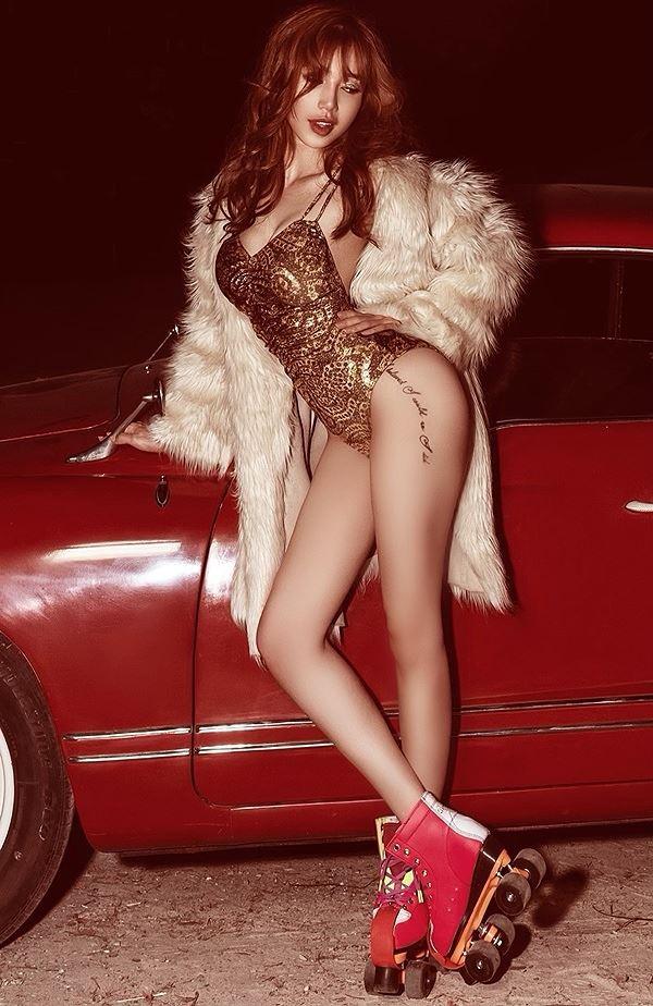 Elly Trần diện bodysuit hoá nữ tài xế nóng bỏng thiêu đốt mọi ánh nhìn - Ảnh 9.