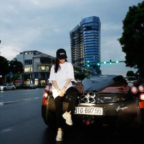 Nữ rich kid Việt 20 tuổi với bộ sưu tập siêu xe vượt mặt Cường Đô la - Ảnh 1.