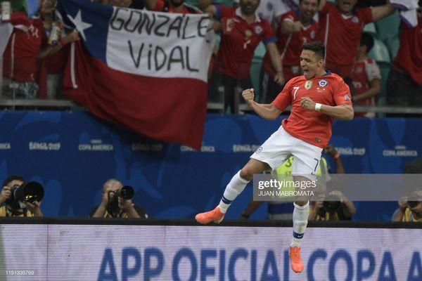 Sao xẹt của M.U lại tỏa sáng, Chile vượt dễ vòng bảng - Ảnh 2.