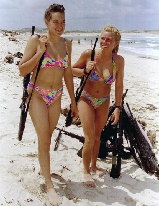 Các cô gái xinh đẹp của quân đội Israel trên sa mạc nóng bỏng - Ảnh 4.