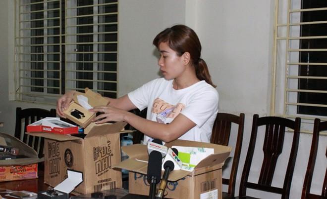 Triệt phá đường dây buôn bán thiết bị gian lận thi cử ở Hà Nội - Ảnh 2.