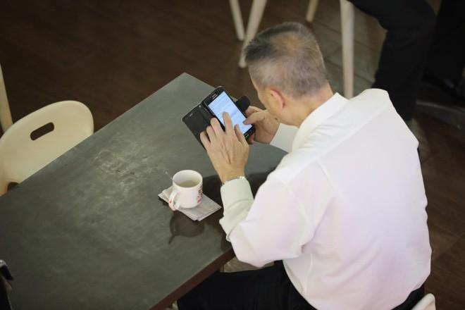 5 chứng bệnh lạ chỉ xuất hiện nhờ sự tồn tại của smartphone: hội chứng cuối gần như ai cũng từng gặp phải - Ảnh 4.